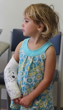 Photo of young girl with an plaster cast on her arm